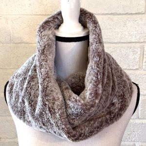 ❤️3/$15  American Eagle Outfitters Infinity Scarf